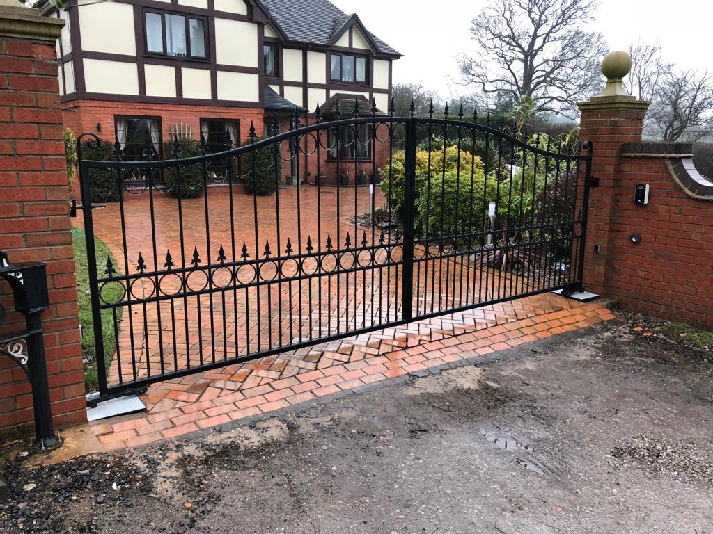A beautifully styled powder coated driveway