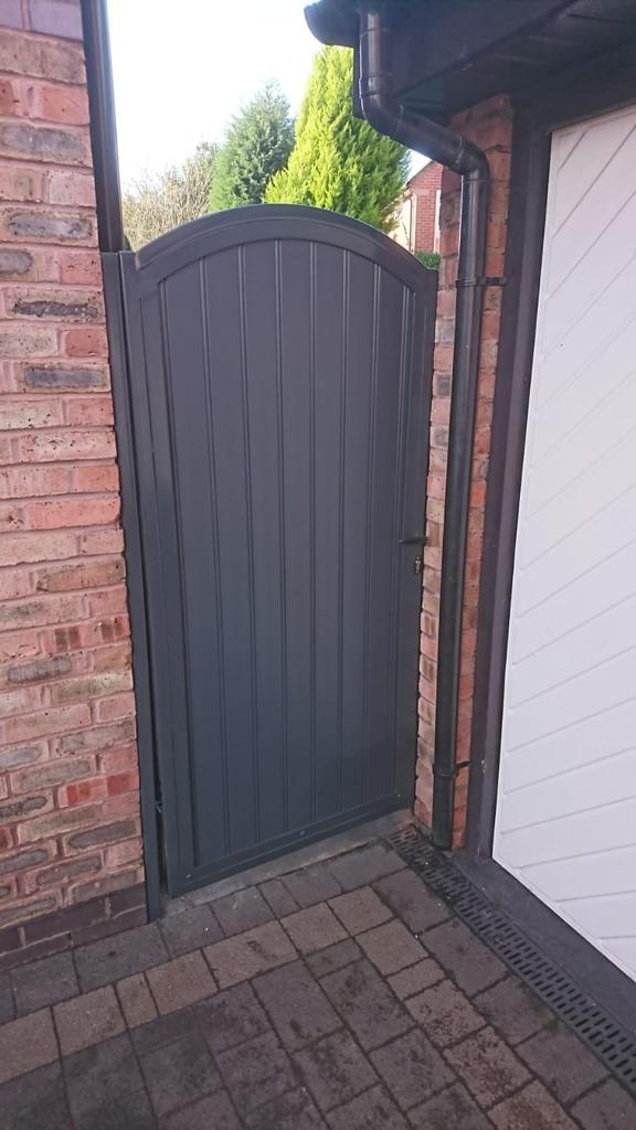 Galvanised, powder coated side gate with composite infill