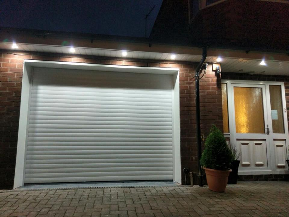 1 nice new stylish roller door in the white lath and with white pvc surround. Looks amazing with the down lighters. Electrically operated on NRG Automation tubular motor and remote controls.