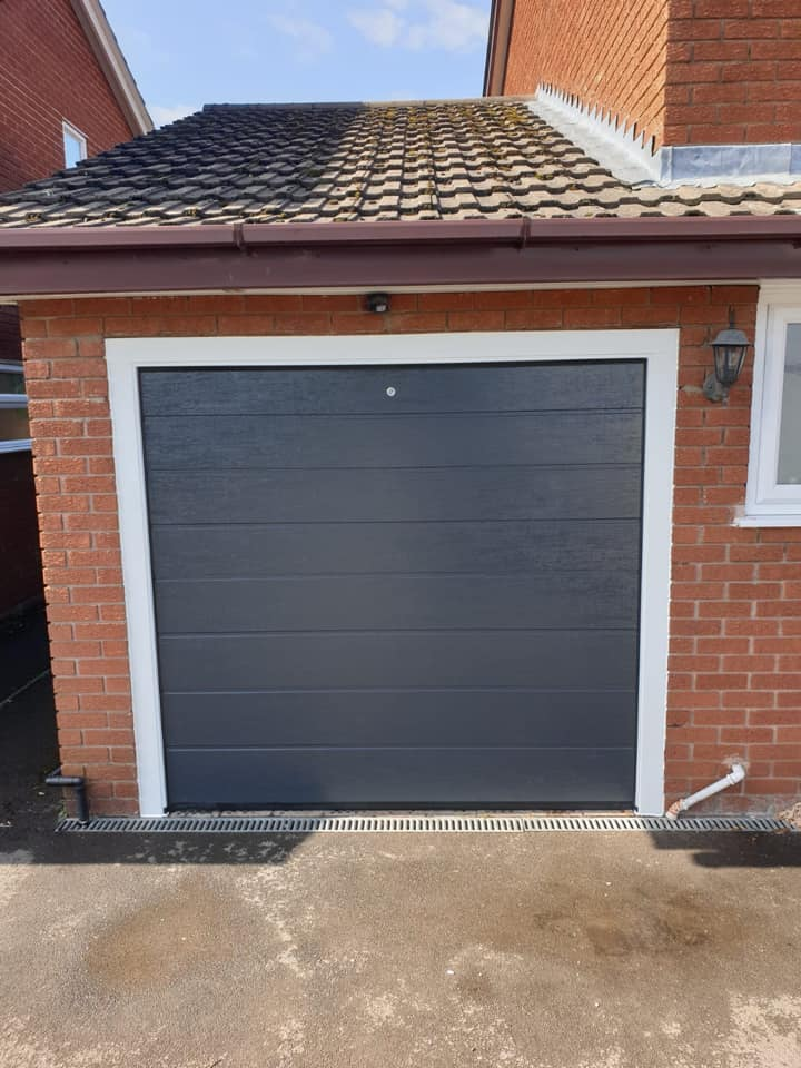 1 x Alutech sectional garage door in Anthracite grey, M-Ribbed complete with 2 x remote controls.