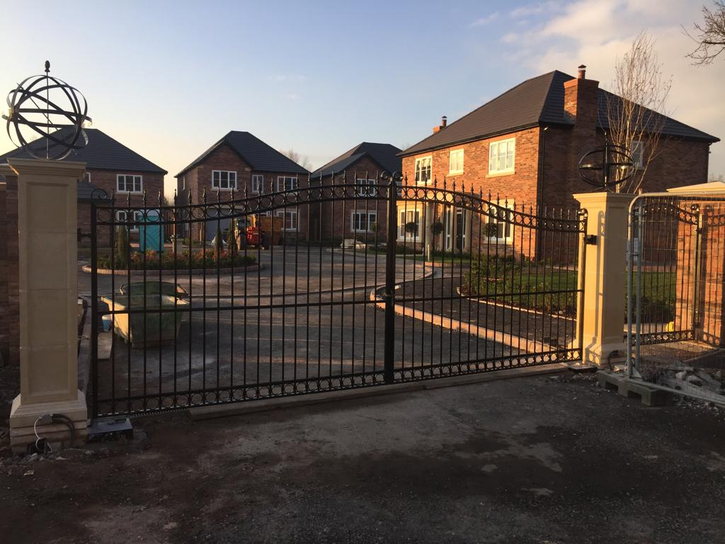 AD Horseshoe - An attractive galvanised driveway gate, wrought iron and powder coated black.