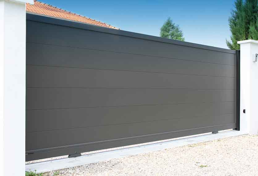 Horizal- A contemporary painted mahe anthracite aluminium sliding gate in a horizontal design