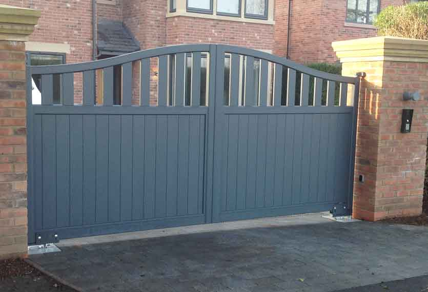 Horizal- A contemporary, aluminium painted rodrigues anthracite swing gate