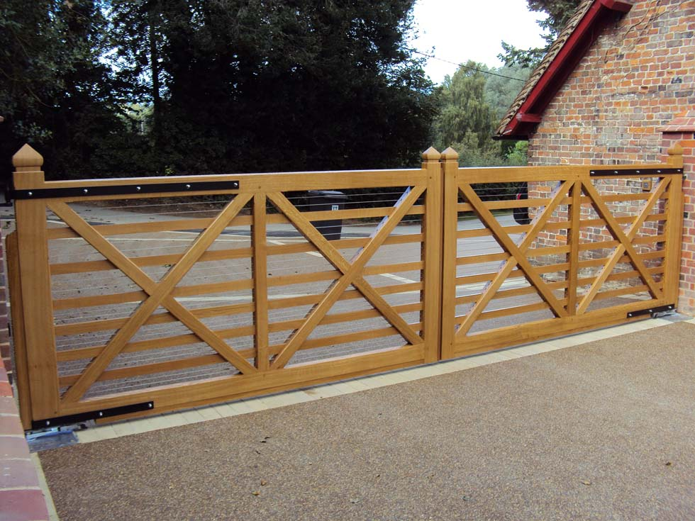 Benedict- A double, automated driveway gate in hardwood. Made to measure