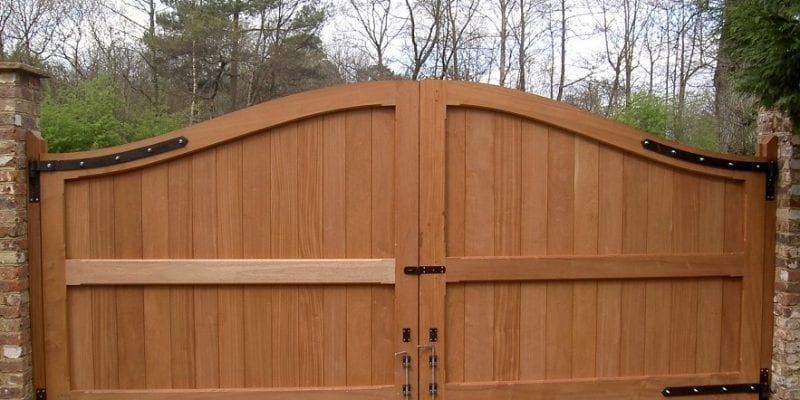 Hector- A hardwood timber double gate in manual operation