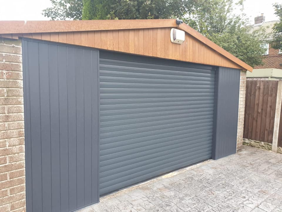 77mm electrically operated stylish roller door in anthracite grey. Complete with 2 remote handsets. Finished off with anthracite grey T angle PVC.
