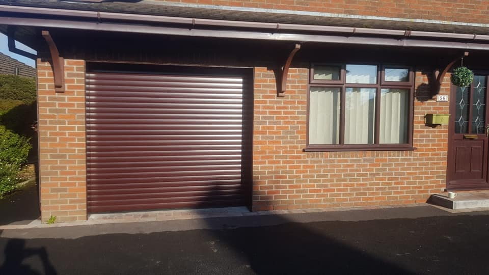 Stylish roller door in rosewood with a matching kit. This door is electrically operated, complete with standard hand-wind and 2 remote handsets.