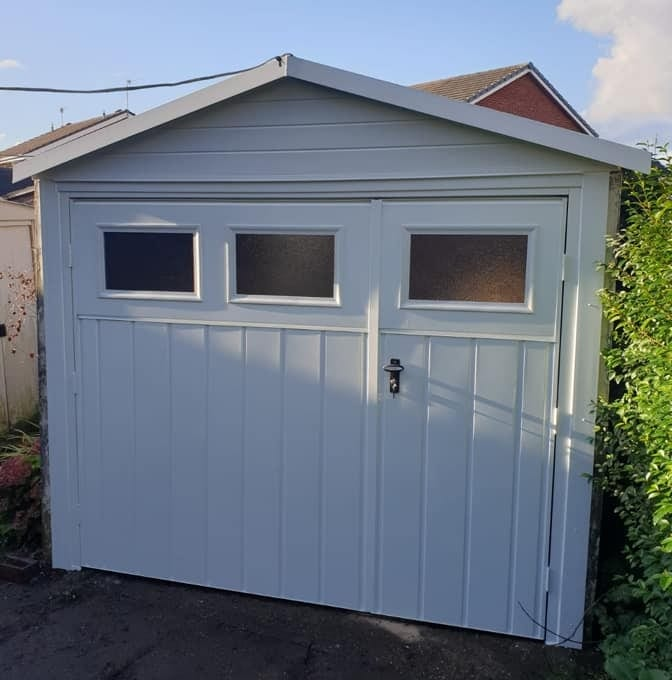 1 pair of Fort side hinged garage door with a 1/3rd, 2/3rd split. Chester, medium vertical ribbed design in white with a matching frame. This door includes 3 x plain stippled windows. Manually operated via standard locking complete with a standard black handle.